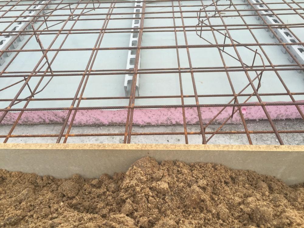 3 Baustelle Cambs Detail Dämmung unter der Bodenplatte