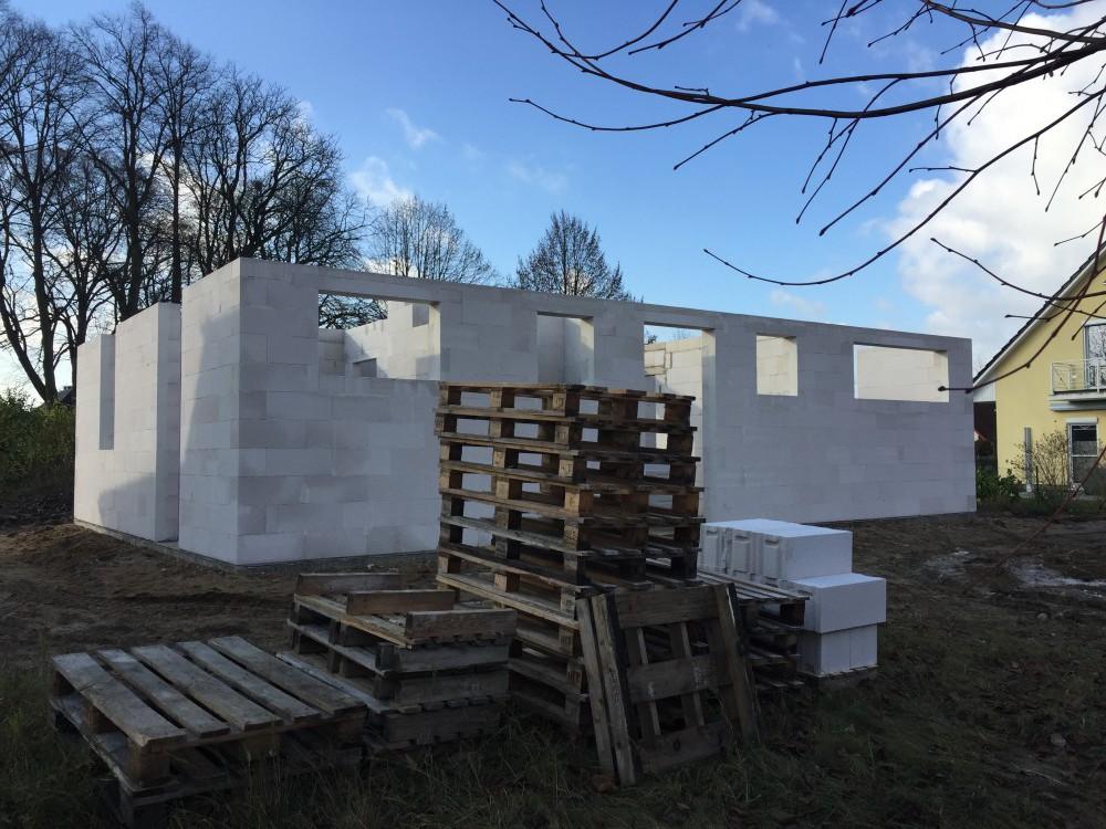 6 Baustelle Cambs Mauerwerk im Erdgeschoss - Vollstein
